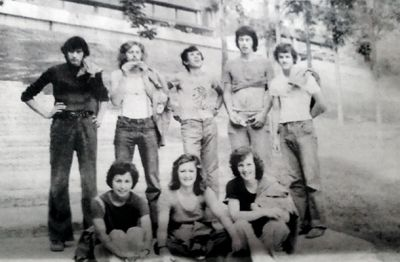 Mladi Janez v Kumrovcu oblečen v majico s sliko komunističnega zločinca Tita :)