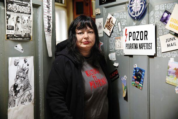Katerina Mirović v prostorih nevladne organizacije Strip Core, ki so hkrati uredništvo revije Stripburger, na Metelkovi 6 v Ljubljani