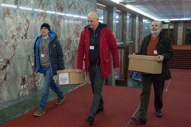 Proticepilci s podpisi v Državnem zboru