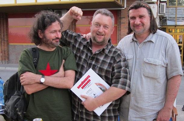 Od desne proti levi: Zoran Smiljanić, Tomaž Lavrič in ... Iztok Sitar, trije železobetonski stebri slovenskega stripa.